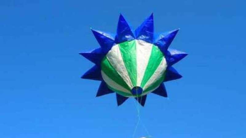 OVNIs-aranha e balões estrela