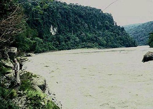 Hall por el rio Pastazad