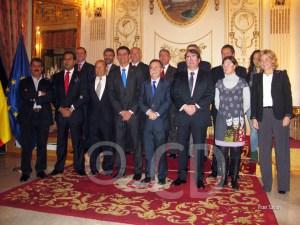 Foto de familia a la conclusión del acto en el Salón del Trono