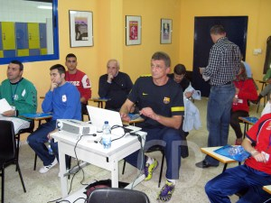 Xepkin, durante su encuentro con los entrenadores de la Federación de Balonmano de Ceuta