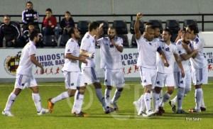 Los jugadores ceutíes celebran el 1-0, tercer tanto de Sandro esta temporada