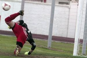 Garrido resultó clave al desviar de esta forma el penalti lanzado a lo Panenka por Hoyos