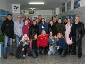 Los federativos posan con  profesores del centro y representantes del Programa Comenius