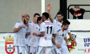 Los jugadores ceutíes celebran uno de los cuatro goles que marcaron en el último duelo en casa