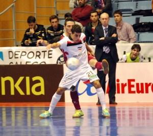 Hamza juega en la élite del fútbol sala español en el Santiago Futsal