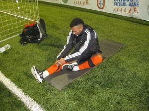 Álvaro Pérez habla con sus jugadores en el entrenamiento en el Murube