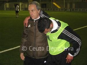 Ismael abandona el terreno de juego ayudado por Álvaro Pérez