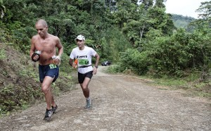 Ismael Dris, el segundo, en pleno esfuerzo durante una de las etapas de The Coastal Challenge