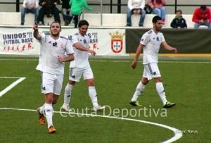 Antonio Prieto celebra uno de los tres goles marcados al Arcos