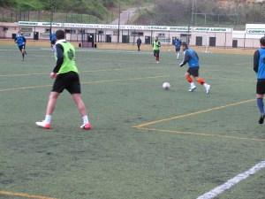 La plantilla del Atlético de Ceuta disputó un partidillo en el José Benoliel