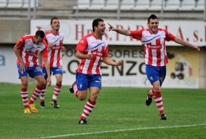 Jugadores del Algeciras celebran uno de sus goles en el derbi de la primera vuelta, que acabó con victoria albirroja por 2-1