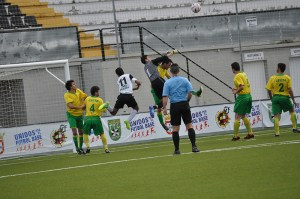 El Goyu disputó su último partido en el Murube contra el Ceutí que necesita un punto para salvarse