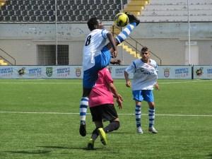 El Puerto - Morro acabó con empate a dos goles y la agresión de un jugador portuario al árbitro