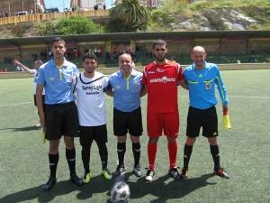 Mohamed Ahmed Abdeselam junto a los capitanes Bilal II y Tabuti y sus asistentes