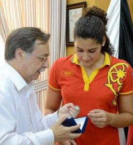 Lorena Miranda fue agasajada por el Gobierno de Juan Vivas tras ganar la plata en Londres