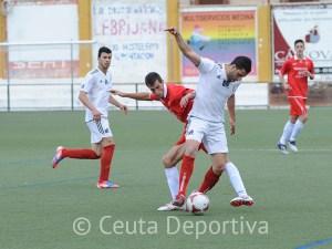 El equipo ceutí no desaprovechó en Lebrija la oportunidad de situarse a un punto de la fase de ascenso