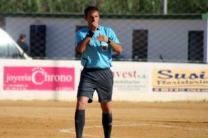 Lobatón Santos decretó la suspensión del partido en el 88 por una trifulca entre los dos banquillos