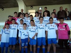 Los jugadores del Puerto Disa, con el trofeo de subcampeones