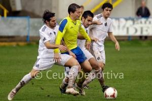 Carmelo, que aparece al fondo de la imagen junto a Villatoro, Ernesto y un jugador del Coria, no estará en El Puerto