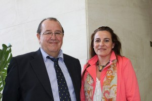 Juan Luis Hidalgo junto a una compañera del área de deportes del Ayuntamiento de Tarifa