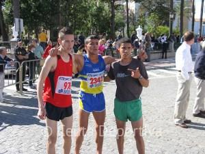 Hassan Amar, en el centro de la imagen, junto a Mohamed Chairi y Soulaiman Karrouk