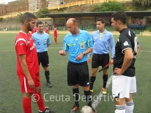 Abdelmumin Mehdi junto a los capitanes Tabuti y Chiwed