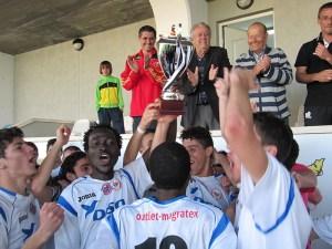 Los jugadores del Puerto Disa celebraron por todo lo alto el título de campeón juvenil