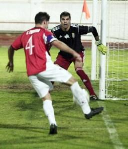 El meta valenciano también salvó a su equipo como ante el San Roque en el Manolo Mesa donde paró un penalti