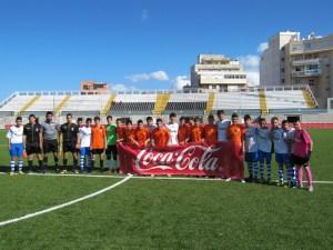 Los finalistas y el trío arbitral, ante del partido disputado esta tarde en el Alfonso Murube