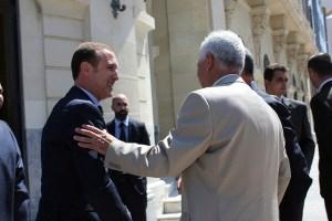 Luiz Márquez Salinas, recibiendo a los representantes de la distintas ciudades el día de la presentación de los Juegos