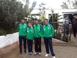 Los tres juveniles del CP General Carvajal, junto a su entrenador, Antonio León