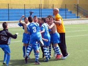 Los integrantes del CD Puerto Atlético, celebrando el título conquistado