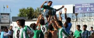 El Sanluqueño festeja el regreso a Liga Nacional tras eliminar al Apedem Montilla