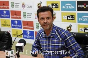Diego Pérez 'Yiyi', entrenador y director deportivo del CD San Roque, cuenta con el bloque del último curso
