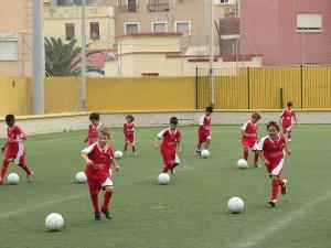 El Campus de fútbol de verano de la FFCE se celebra este año en el Alfonso Murube