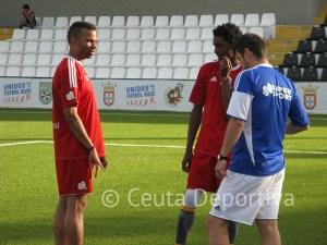 Mane, junto a Randy y el jugador del filial Anas, dirigió al Atlético de Ceuta en las dos últimas jornadas del Campeonato