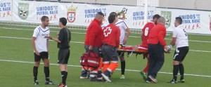 Juanqui marcó dos goles y se retiró lesionado en camilla