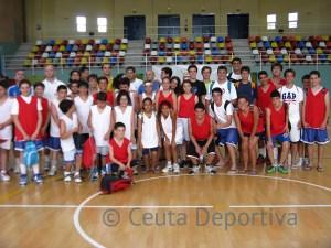 Grupo de jugadores que están participando en el IV Basket Summer Camp Ceuta 2013