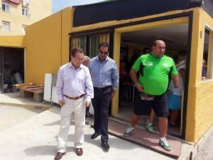 El presidente Vivas, acompañado por el consejero Mirchandani y Manuel Coronado, participó en la entrega de trofeos