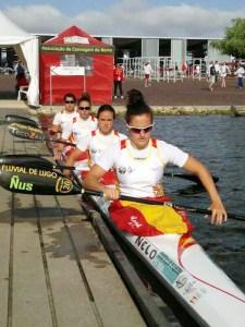 Isa Contreras, en el segundo puesto del barco, con sus compañeros del K-4 de España