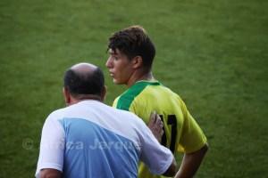 El entrenador ceutí, que en la imagen da órdenes a Badar, pide paciencia porque el Goyu es un equipo totalmente nuevo