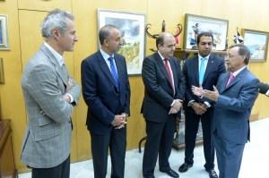 Un momento de la recepción de Vivas a los representantes de la Fundación Real Madrid