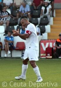 Sandro festeja el segundo gol que marca esta temporada tras un gran cabezazo