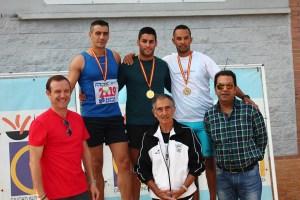 Las autoridades hicieron entrega de medallas a los tres primeros de cada categoría