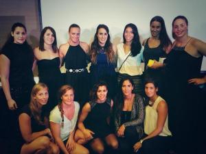 Lorena Miranda (la primera de pie a la izq.) junto a sus compañeras de selección