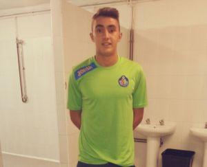 Ouail posa con la camiseta del Getafe CF