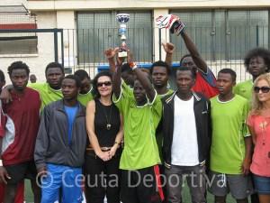 África Star, con el trofeo de subcampeón