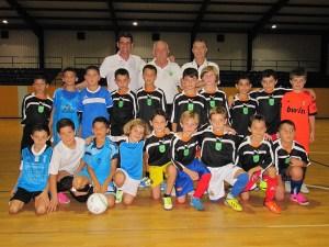 Los 18 jugadores preseleccionados con el seleccionador Manuel Luque, el presidente de la FFC y el vicepresidente primero