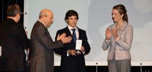 El marido de María de Villota recogió la medalla de oro a título póstumo concedida a la piloto de Fórmula 1