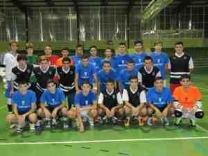 Los jugadores de la selección sub-19 y los del Ciudad de Ceuta FS, antes de su enfrentamiento en el Díaz-Flor
